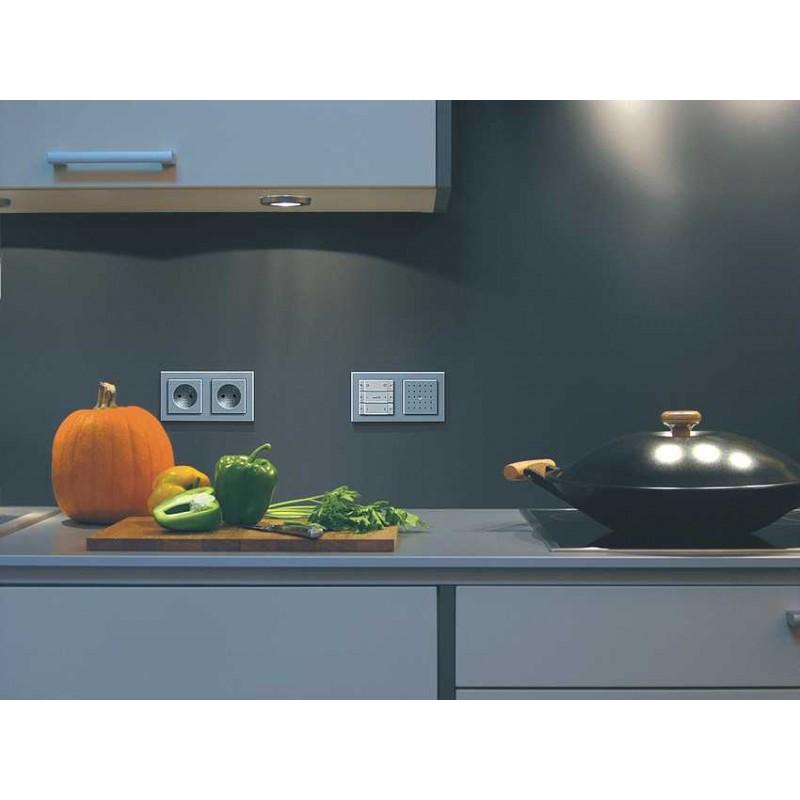 gira e2 gniazdko z uziemieniem alu matowy komplet. Black Bedroom Furniture Sets. Home Design Ideas